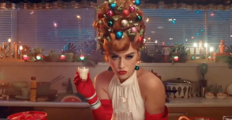 Cozy Little Christmas, Katy Perry lancia il singolo natalizio – domani il video