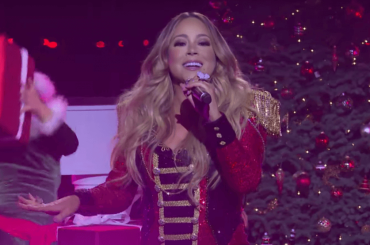 """Mariah Carey, primo live tv del 2019 con """"All I Want For Christmas Is You"""" – VIDEO"""