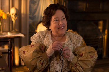 American Horror Story 10, Kathy Bates pronta a tornare