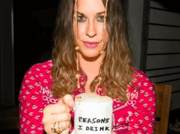 Alanis Morissette è tornata, ecco Reasons I Drink – audio