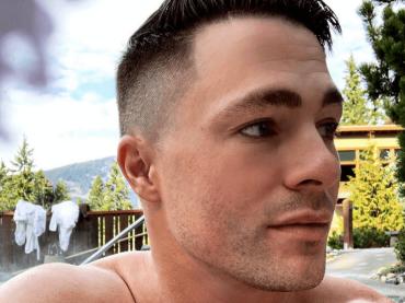 Colton Haynes, selfie hot sui social – foto