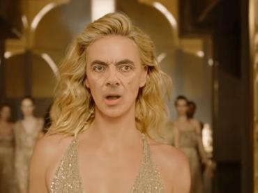 Altro che Charlize Theron, J'adore con Mr Bean vince tutto – il video