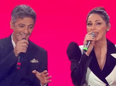 Anna Tatangelo canta la ricetta dei bucatini sulle note di 'Essere una donna', video