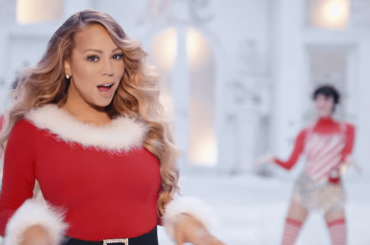 """Mariah Carey, ecco il NUOVO VIDEO di """"All I Want For Christmas Is You"""" – video"""