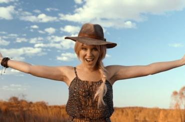 """Kylie Minogue volto del turismo australiano: """"Stanchi della Brexit? Venite qui da noi"""" – video"""