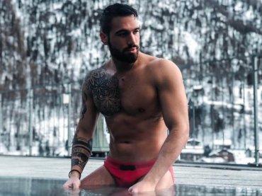 Alex Migliorini nudo, la foto social