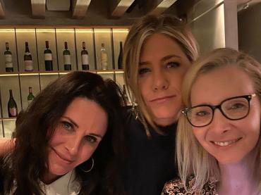 Friends, reunion al femminile tra Jennifer Aniston, Courtney Cox e Lisa Kudrow – le foto social