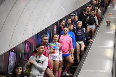 No Pants Subway Ride 2020, di nuovo tutti in metro in MUTANDE – le foto social