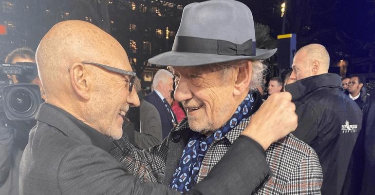 Star Trek Picard, bacio in bocca sul red carpet per Patrick Stewart e Ian McKellen