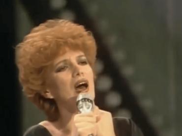 Sanremo 70, – 16: 80 anni di Iva Zanicchi con Chi (mi darà) – video