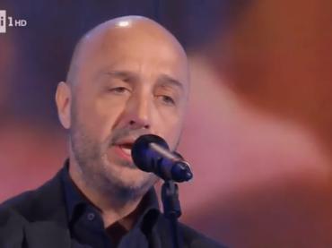Joe Bastianich canta 'Nonna' (97 Years) a Domenica In, video