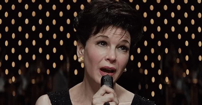 Judy, Renée Zellweger canta Over the Rainbow – l'emozionante scena