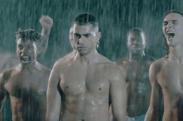 Mahmood boom con RAPIDE (sognando un duetto impossibile con gli AQUA)