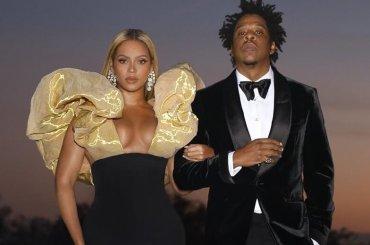 Beyoncé e Jay-Z se so portati lo champagne da casa ai Golden Globe 2020, la foto