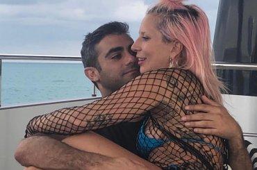 Lady Gaga presenta il nuovo misterioso fidanzato, la foto social
