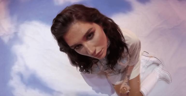 Kesha, fantastico live di Resentment da James Corden – video