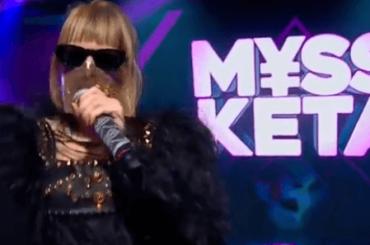 L'Altro Festival, Myss Keta canta la musica italiana anni 2000 – video