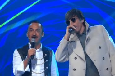 Sanrmeo 2020, Bugo ricompare a l'Altro Festival e duetta con Nicola Savino – video