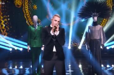 Che tempo che Fa, Achille Lauro danza tra i suoi look sanremesi – l'esibizione video