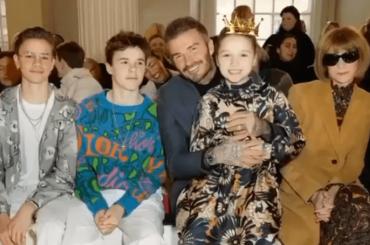 Victoria Beckham, (quasi) tutta la famiglia in prima fila per la sua sfilata a Londra – foto