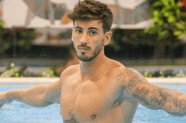IVÁN GONZÁLEZ, pacchi social per l'ex GF Vip – foto