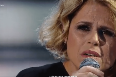 Tosca canta Luna Diamante di Mina – video