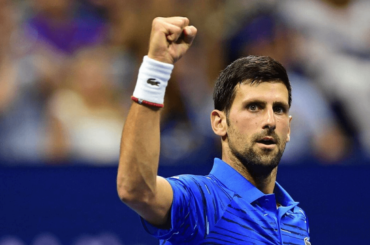 Novak Djokovic bagnato e in mutande, video e gif social