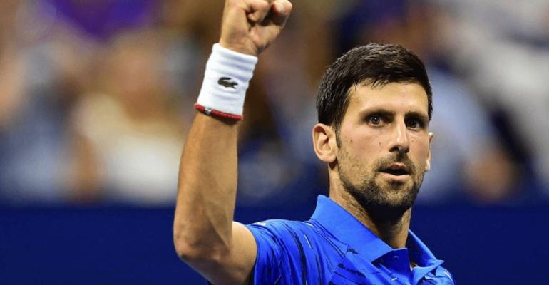 Novak Djokovic bagnato e in mutande, video e gif social