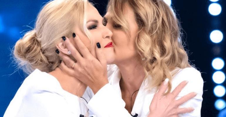 Barbara D'Urso e Federica Panicucci, l'epocale abbraccio a Verissimo – video