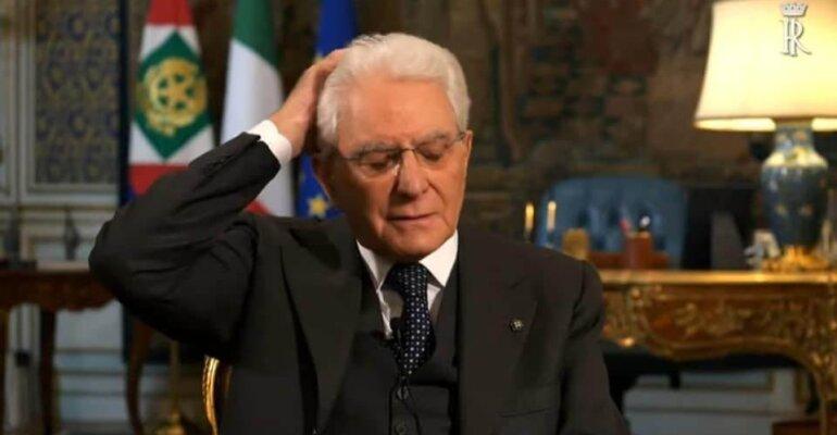 Sergio Mattarella, quando i fuorionda sono ancora più incisivi (e umani) del discorso istituzionale – video