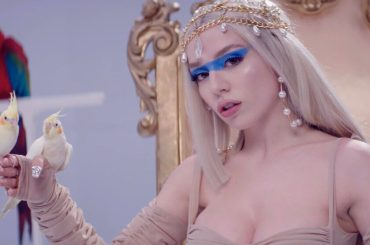 Kings and  Queens di Ava Max, ecco il video ufficiale