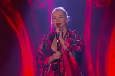 Mulan, Christina Aguilera canta LIVE Loyal Brave True: video