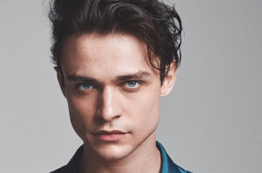 Thomas Doherty, pacco social per l'attore di Legacies e Descendants – la foto