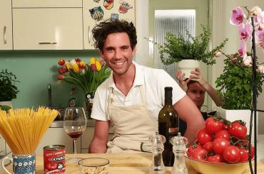 Mika si è messo a cucinare su Instagram
