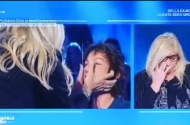 Domenica In, Mara Venier in lacrime nel rivedere gli abbracci ora vietati – video