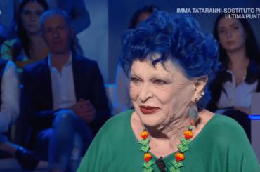 """Addio a Lucia Bosè, rivediamo l'ultima intervista tv: """"Sempre circondata dai gay, ecco perché a 80 anni sono ancora sola"""" – VIDEO"""