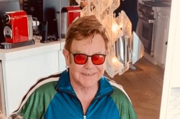 Elton John, 73esimo compleanno in quarantena – il video con i figli