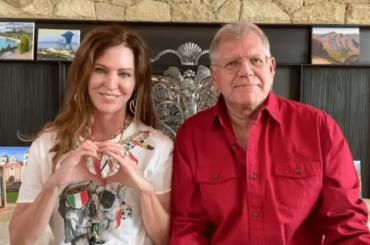 Robert Zemeckis e moglie vicini all'Italia grazie a Tiziano Ferro, il video