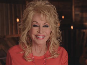 Dolly Parton è in trattative per tornare a posare su Playboy per i suoi 75 anni