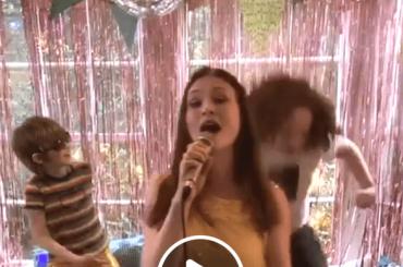 Sophie Ellis-Bextor, compleanno con concerto social – il video