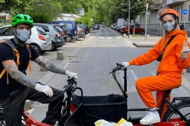 Fedez e Chiara Ferragni in strada per gli aiuti alimenatari a supporto di anziani e famiglie