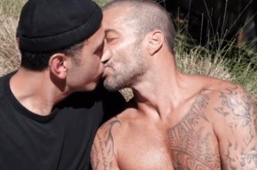 Ricky Martin e Jwan Yosef, il bellissimo bacio nel video di Residente