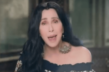Chiquitita, Cher canta gli ABBA per fare beneficenza all'UNICEF – video