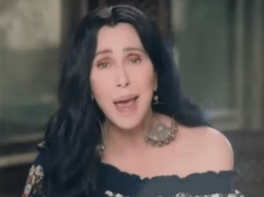 Chiquitita, Cher canta gli ABBA per fare beneficenza all'UNICEF – video