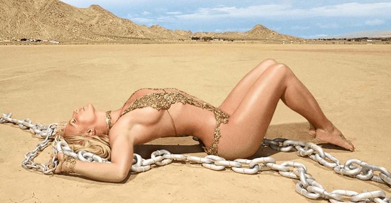 """Mood Ring"" di Britney Spears sbarca in streaming dopo 4 anni ed è boom"