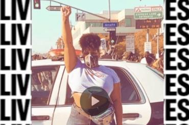 Amber Riley in piazza canta Freedom per chiedere giustizia nei confronti di Breonna Taylor – video