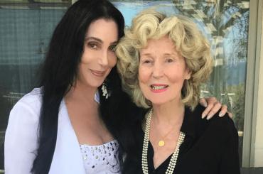 Cher festeggia i 94 anni di sua mamma, le foto