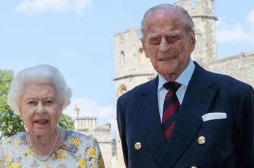 Il Principe Filippo è vivo e posa insieme alla Regina per i suoi 99 anni