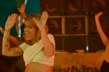 Karaoke di Boomdabash e Alessandra Amoroso – il video ufficiale