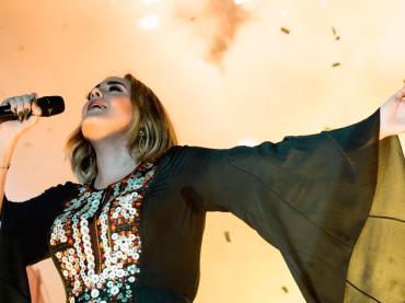 Adele, il 4° album è pronto ma non uscirà prima della FINE della pandemia da Covid-19